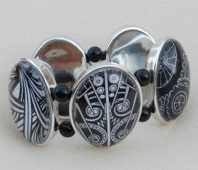 Black and White Graphic Stretch Bracelet